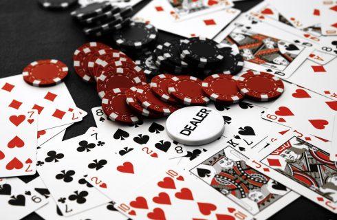 Дилер в покере